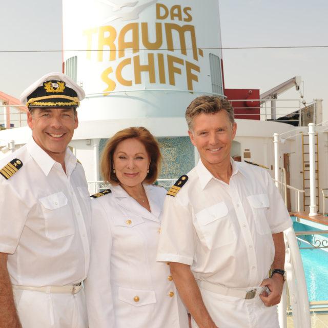 """Sascha Hehn, Heide Keller und Nick Wilder in """"Das Traumschiff: Perth""""."""